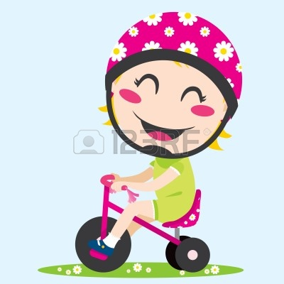 9149155-dulce-nina-conduciendo-un-triciclo-con-casco-de-seguridad