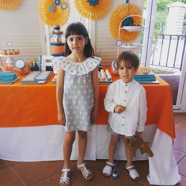 Vestir conjuntados a niño y niña con Cosicas de nuestra vida