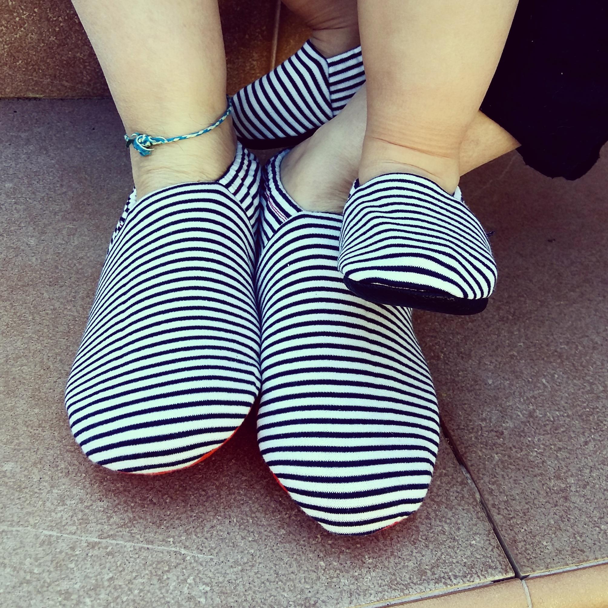 Chiquichac. Pantalones y zapatos de bebé de algodón orgánico